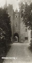 the gatehouse, Bothal castle 1915.JPG
