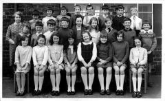1970-71 Junior school.jpg