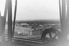 New South Row, Begbies garage and allotments from the John Pit headgear.jpg