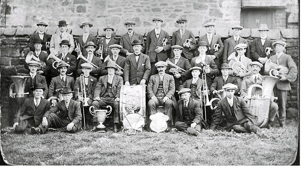 Netherton Colliery Brass Band 1922 sharpened.jpg
