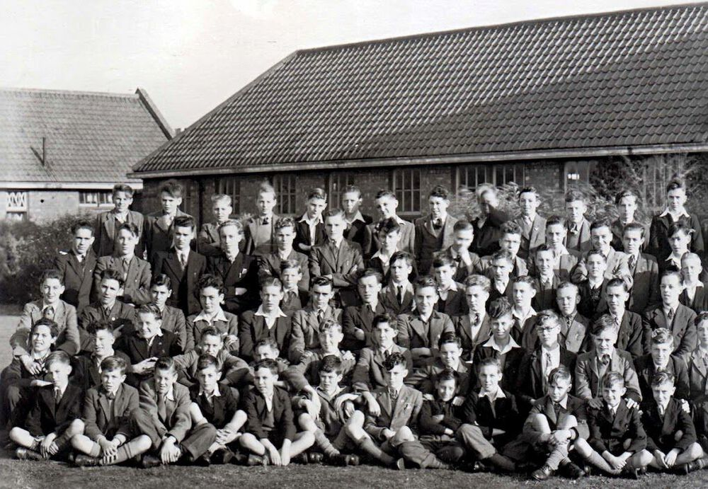 1947 Whole School Part 1.jpg